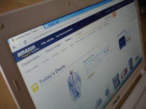 Perücken und vieles mehr bei Amazon bestellen