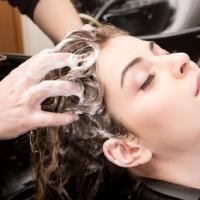 haare waschen wenig shampoo